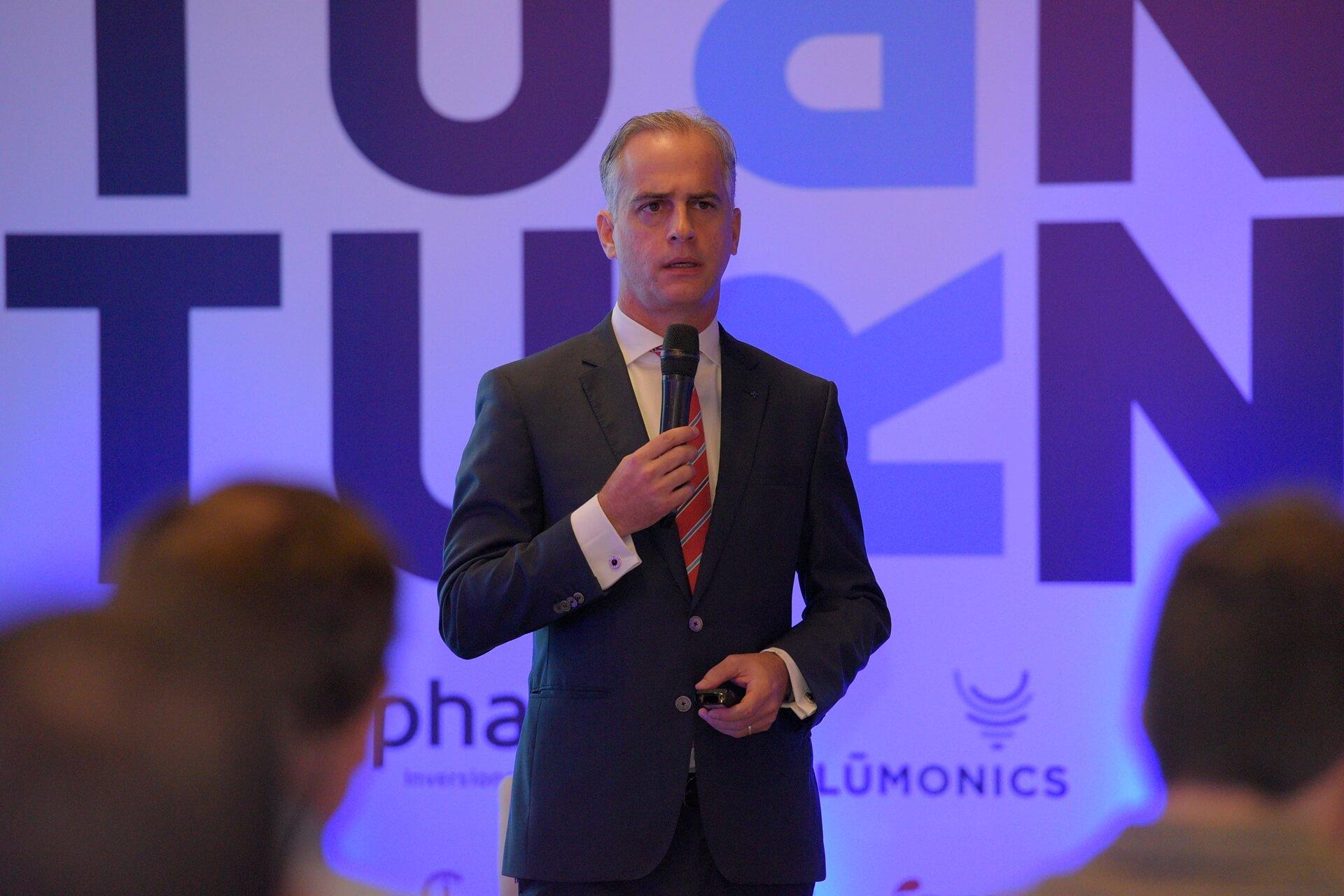 Evento TURN llama a una transición en el liderazgo que requiere la República Dominicana